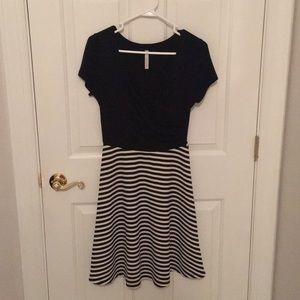 Super comfy and cute casual/work black/white dress